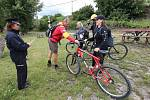 Policisté vyrazili na preventivní kontroly cyklistů na cyklostezku u Velkých Žernosek