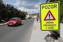 V ulice Březinova cesta v Litoměřicích je změněno dopravní značení