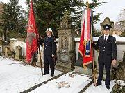 V Třebenicích se uskutečnil pietní akt u hrobu Václava Paříka, starosty dobrovolných hasičů, starosty města a vůdce Čechů na Třebenicku.