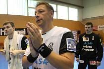 Trenér Vladimír Šuma ještě v hráčském dresu.