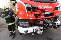 Novou cisternu pro velkoobjemové hašení, která uveze 8,5 tisíce litrů vody a 510 litrů pěny mají nově k dispozici dobrovolní hasiči z Polep.