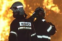 Požár stohu slámy mezi Brozany a Hostenicemi.