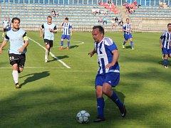 Okresní fotbalový přebor, Roudnice (v bílomodrém) - Straškov.