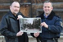 Unikátní fotografii, která ukazuje vnitřek podzemní nacistické továrny těsně po osvobození v roce 1945 získali amatérští badatelé z Terezína Tomáš Rotbauer a Roman Gazsi.