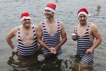 V Roudnici se otužilci na Štědrý den vykoupali v Labi.