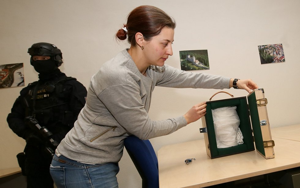 Stěhování vzácné hlavy Kelta ze Mšeckých Žehrovic z depozitáře v Terezíně