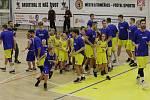 Nástup litoměřických basketbalistů spolu s minižáky