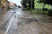 V Lovosicích ve středu odpoledne praskla trubka vodovodního řadu. Havárie zkomplikovala dopravu ve městě. Část ulice Terezínská musela být uzavřena.