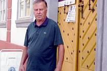 BOHUSLAV KOŠŤÁL OSOBNĚ. Není kronikářem, ale sběratelem historických pramenů Úštěcka, říká o sobě. Rád by v městečku viděl muzeum Aloise Klara, nejznámějšího rodáka.