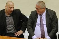 Petr Urbánek (vpravo) na jednání litoměřického zastupitelstva.