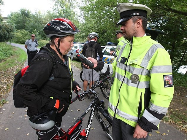 Policisté kontrolovali cyklisty