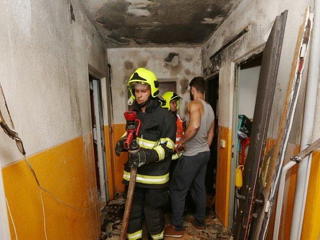 Požár v paneláku v Lovosicích