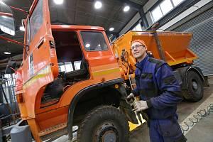 Poslední přípravy techniky probíhají na Správě a údržbě silnic ve středisku Litoměřice