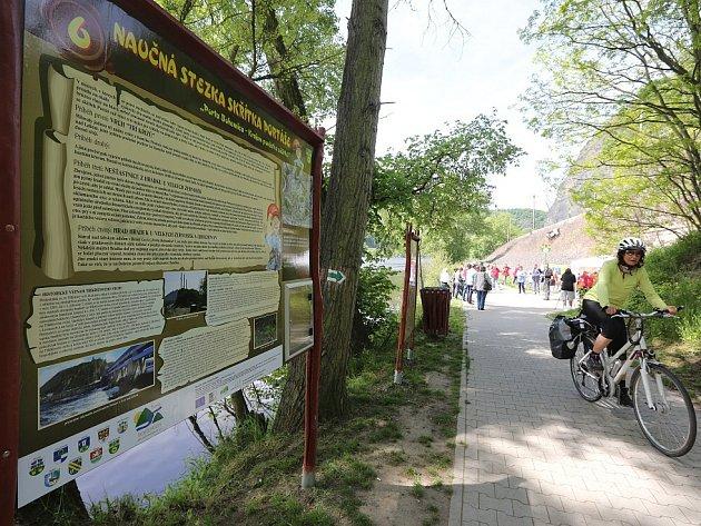 Novou třicet kilometrů dlouhou stezku se šestnácti zastaveními slavnostně představili starostové obcí sdružených v Mikroregionu Porta Bohemica, skrze které cesta vede.