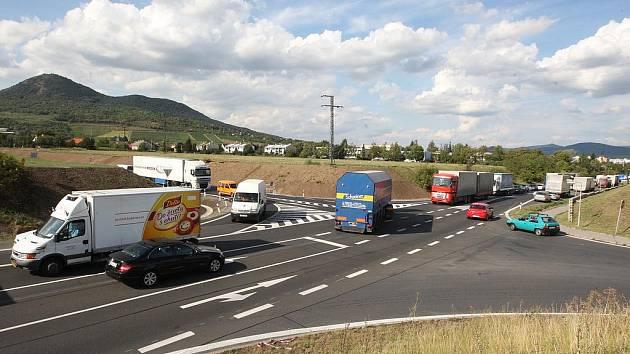 Tady vznikne v Lovosicích nová okružní křižovatka.