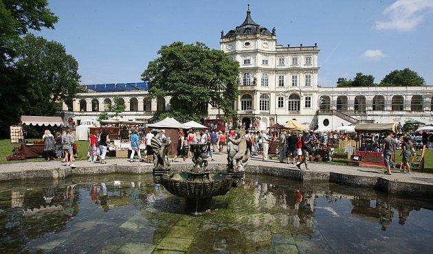 Keramické trhy na ploskovickém zámku.