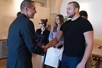 Úspěšní karatisté na litoměřické radnici.