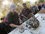 Tradiční výlov místního rybníku přilákal obyvatele z celé obce.