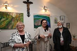 Malířka Hana Bláhová vystavuje od soboty v Galerii Na Gruntu v Lukové na Úštěcku. Výstava má název Malování z Černošic.