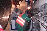 Pro laika je pohled do nitra elektrárny, kam se brzy začnou montovat dvě třílopatkové turbíny a převodovky, něčím výjimečným. Po odstranění ochranné stěny budou zprovozněny dva rybí přechody, balvanitý je v Česku dosud jediným.