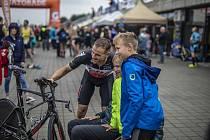 Triatlon v Račicích za účasti Adama Hansena a Petra Vabrouška, 20. června 2020.