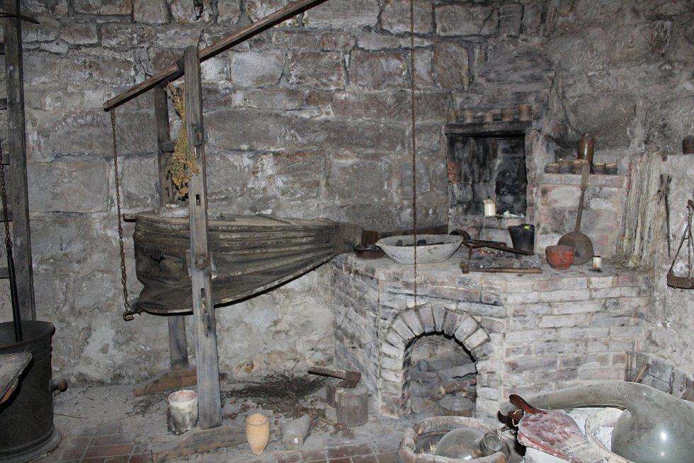 Alchymie i nejstarší krokodýl v Evropě. Nejen to nabízí vodní hrad v Budyni nad Ohří