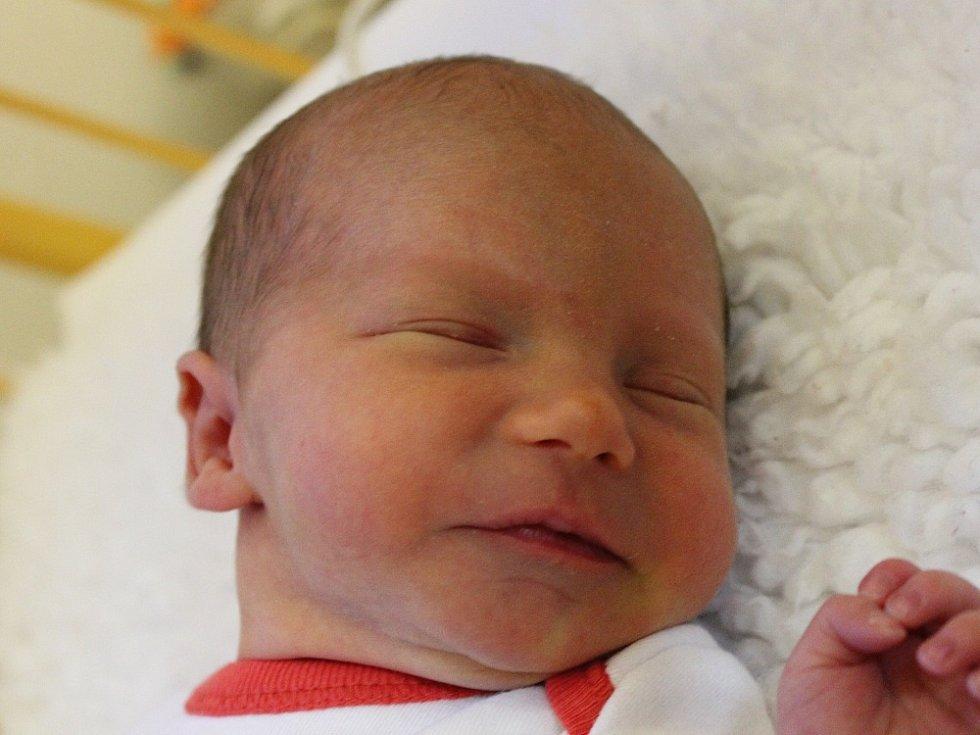 Petře Jakubkové z Mnetěše se 6.3. v 17 hodin narodila v Roudnici n. L. dcera Alžběta Boudová (44 cm, 2,3 kg). (Focena v ústecké porodnici).