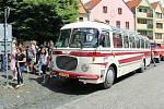 Se začátkem letních prázdnin se cestující mohou svézt historickým autobusem Škoda 706 RTO mezi Úštěkem a Zubrnicemi.