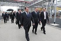Slavnostního zahájení provozu se zúčastnili také hejtman Jihomoravského kraje a stínový ministr zemědělství Michal Hašek a předseda ČSSD a poslanec za Ústecko Jiří Paroubek.