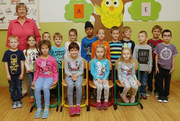 Žáci 1.Aze Základní školy Havlíčkova vLitoměřicích spaní učitelkou Zdeňkou Zimmerovou