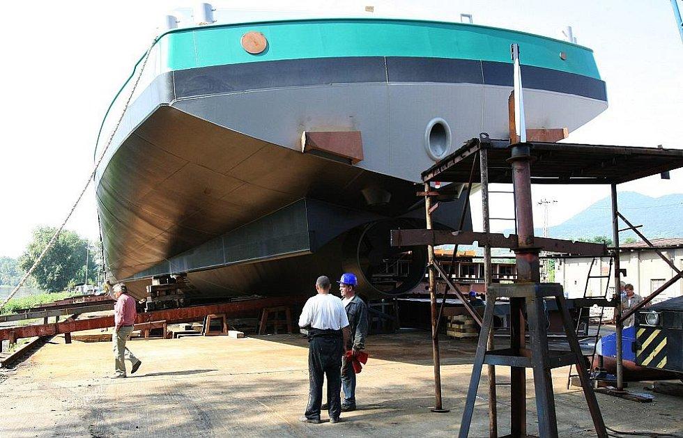 Z Lovosic odplul nový tankner Grevelingen na moře.
