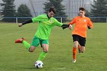Tým SK Roudnice (v oranžovém) hostil v dalším kole divize Mělník.