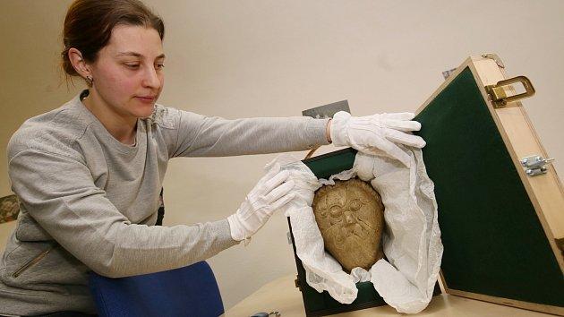 Stěhování vzácné hlavy Kelta z depozitáře v Terezíně