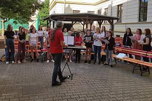 Pěvecké sbory ze ZŠ Boženy Němcové v Litoměřicích zahájily zkoušky.