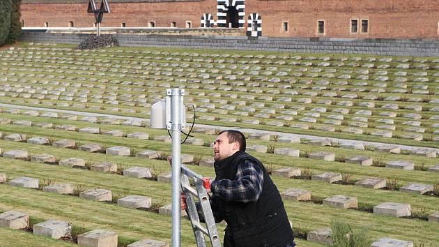 Na Národním hřbitově v Terezíně byly nainstalovány bezpečnostní kamery.