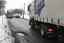 Motoristy u Lovosic ohrožuje další nebezpečná komunikace.