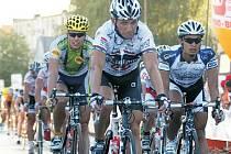 ČTYŘI KILOMETRY chyběly litoměřickému cyklistovi, aby dojel do cíle etapového závodu Solidarnosc v Polsku. René Andrle v bílém dresu Whirlpool-Author.