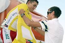 PŘIJEL RÁD. Až z Itálie přijel předat ceny nejlepším v jedné z etap Távodu míru juniorů jezdec stáje Liquigas Roman Kreuziger, který se může pyšnit prvenstvím v jeednom z jeho ročníků.
