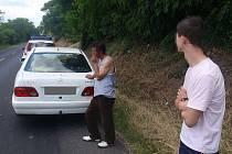 Policisté dopadli ujíždějící Romy ve Štětí.