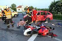 Motorkář zemřel v sobotu večer na silnici u Lovosic