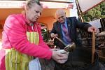 Jozef Pásztor s přáteli uvařil kapustnici a guláš za dobrovolný příspěvek