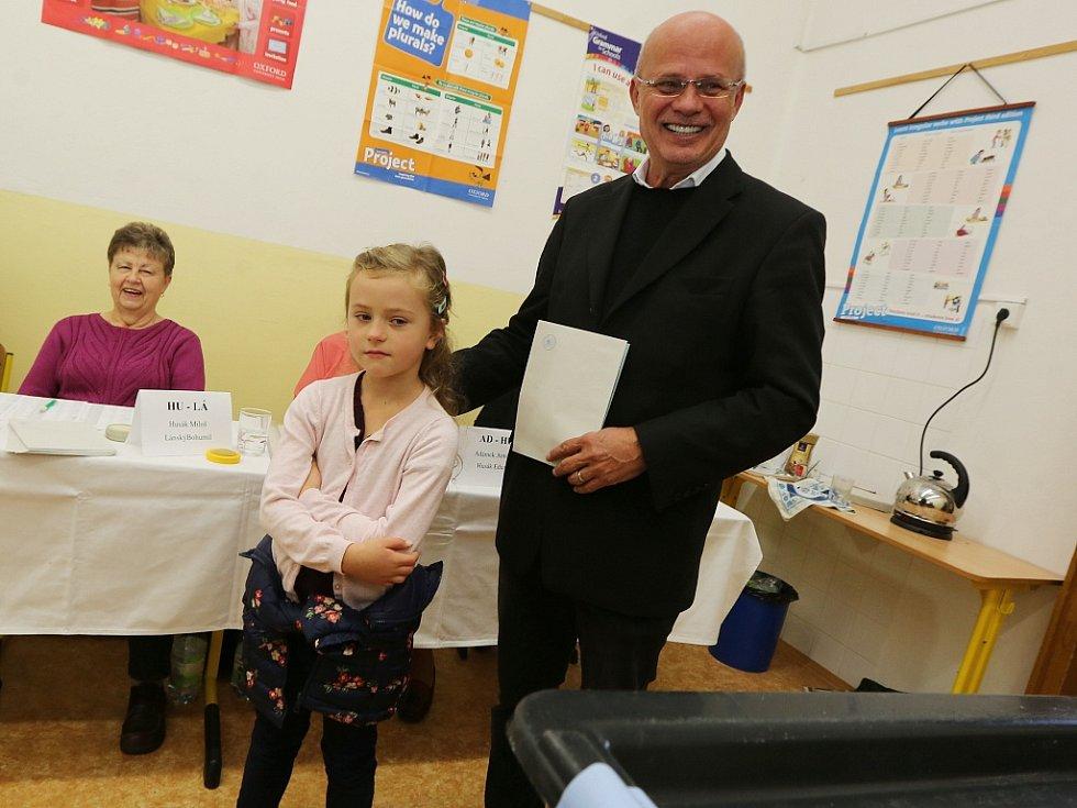 Michal Horáček, prezidentský kandidát, volil v sobotu dopoledne v Roudnici nad Labem, kde bydlí. S sebou vzal dceru Julii