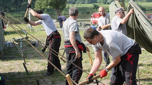 Hasiči postavili tábor pro 600 osob