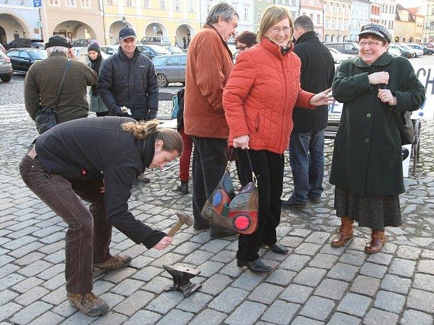 """Také v Litoměřicích lidé podpořili ústecký """"Činoherák"""" a vyjádřili nesouhlas s postupem ústeckého magistrátu ve věci financování činohry v Ústí nad Labem."""
