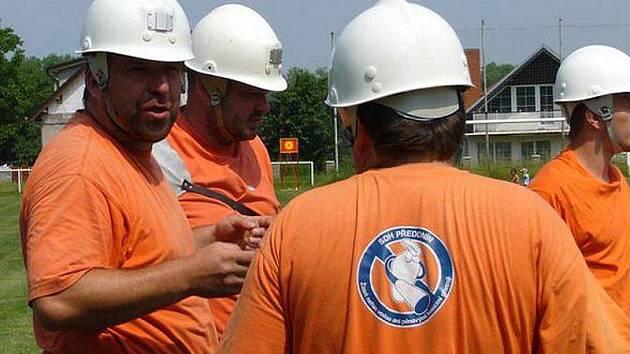 Předonínští dobrovolní hasiči v Bechlíně.