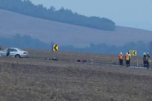V sobotu před dvacátou hodinou zemřel motorkář u obce Trnovany na Litoměřicku po srážce s osobním automobilem.