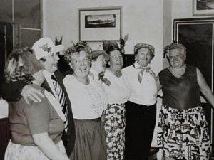 Bujará oslava Mezinárodního dne žen v Žalhosticích v roce 1988.