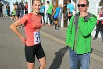 O SKVĚLOU běžkyni Alenu Hájkovou byl v Teplicích při skládání týmů velký zájem, nejpohotovější byl Jirka Vlček, šéf Vlčáků.