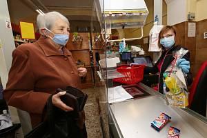 Lovosický spolek Lovospolu připravuje a distribuuje balíčky seniorům
