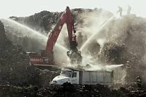 Opět hoří skládka komunálního odpadu v Želechovicích.